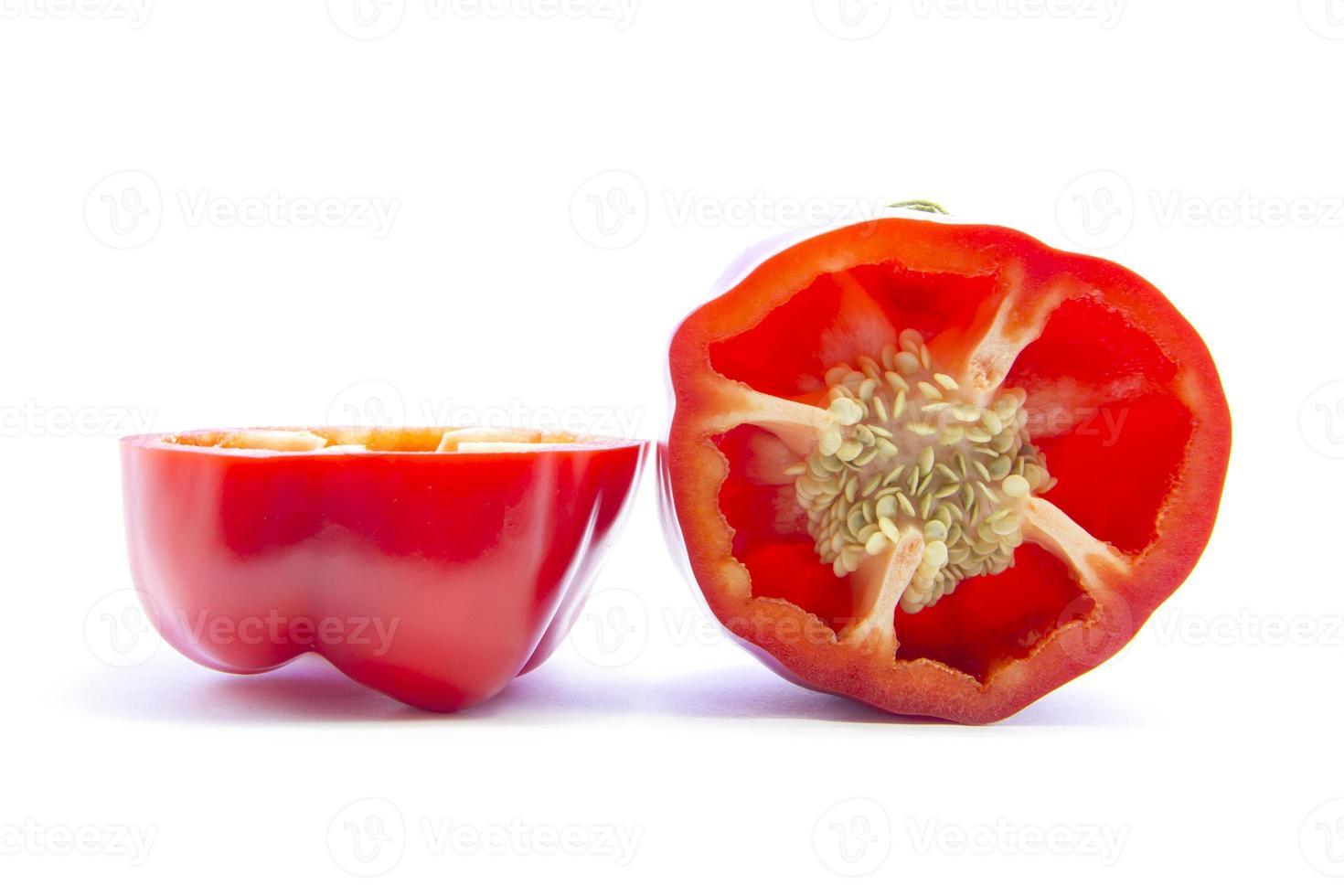 halvskivad röd spansk chilipeppar med utsäde foto