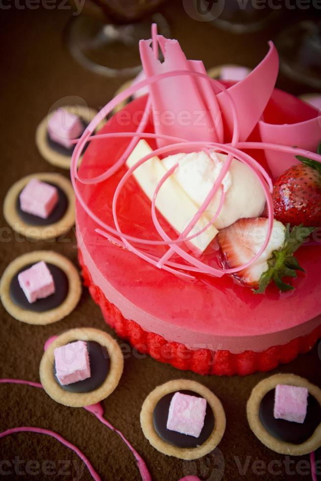 bröllop jordgubbstårta foto