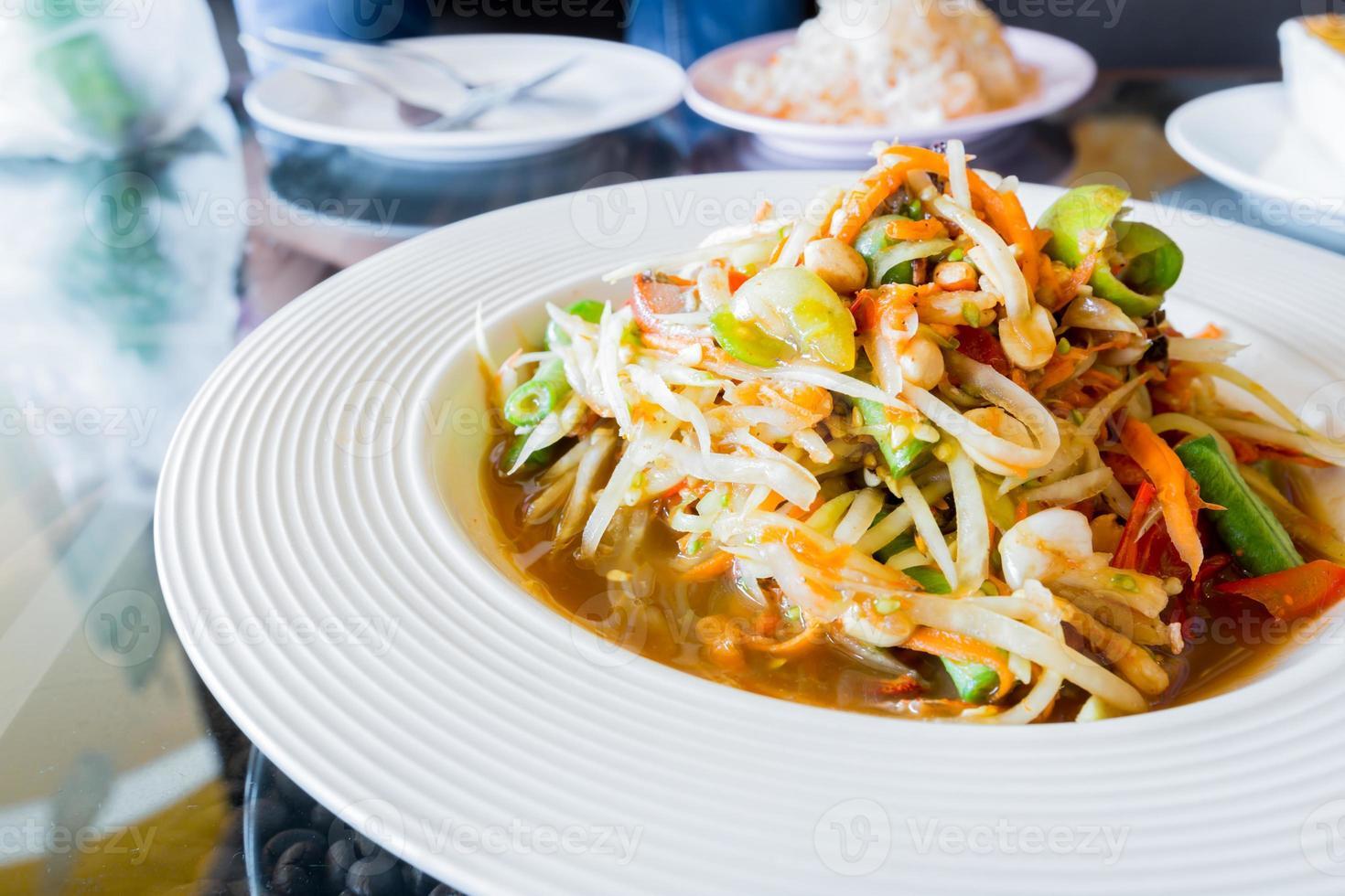 thai papayasallad, som tum. foto