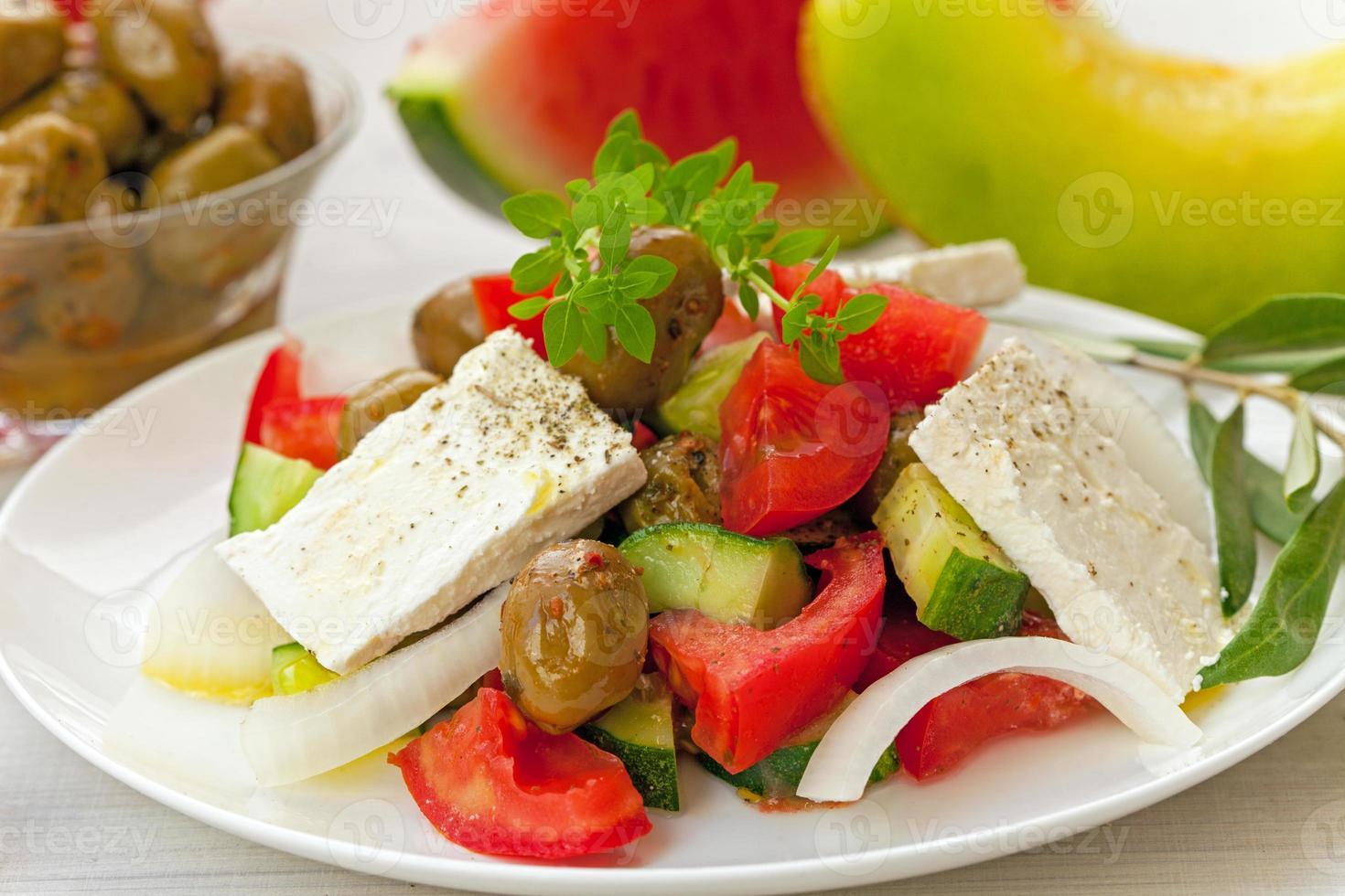sallad med tomater och ost foto