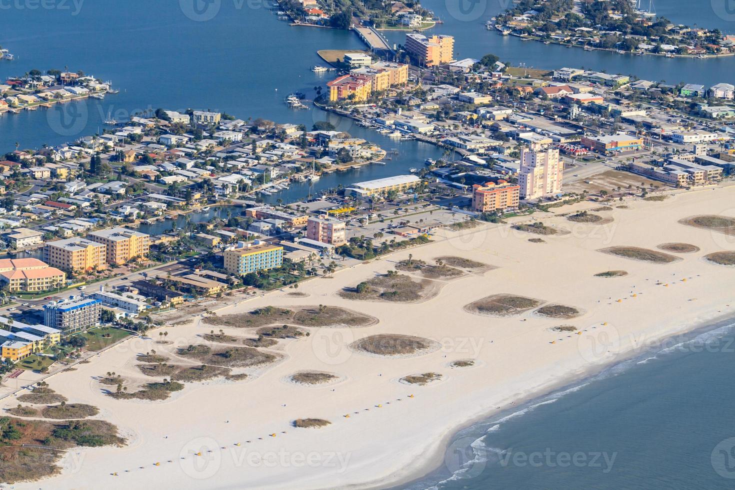 Flygfoto över Florida strand nära St. petersburg foto