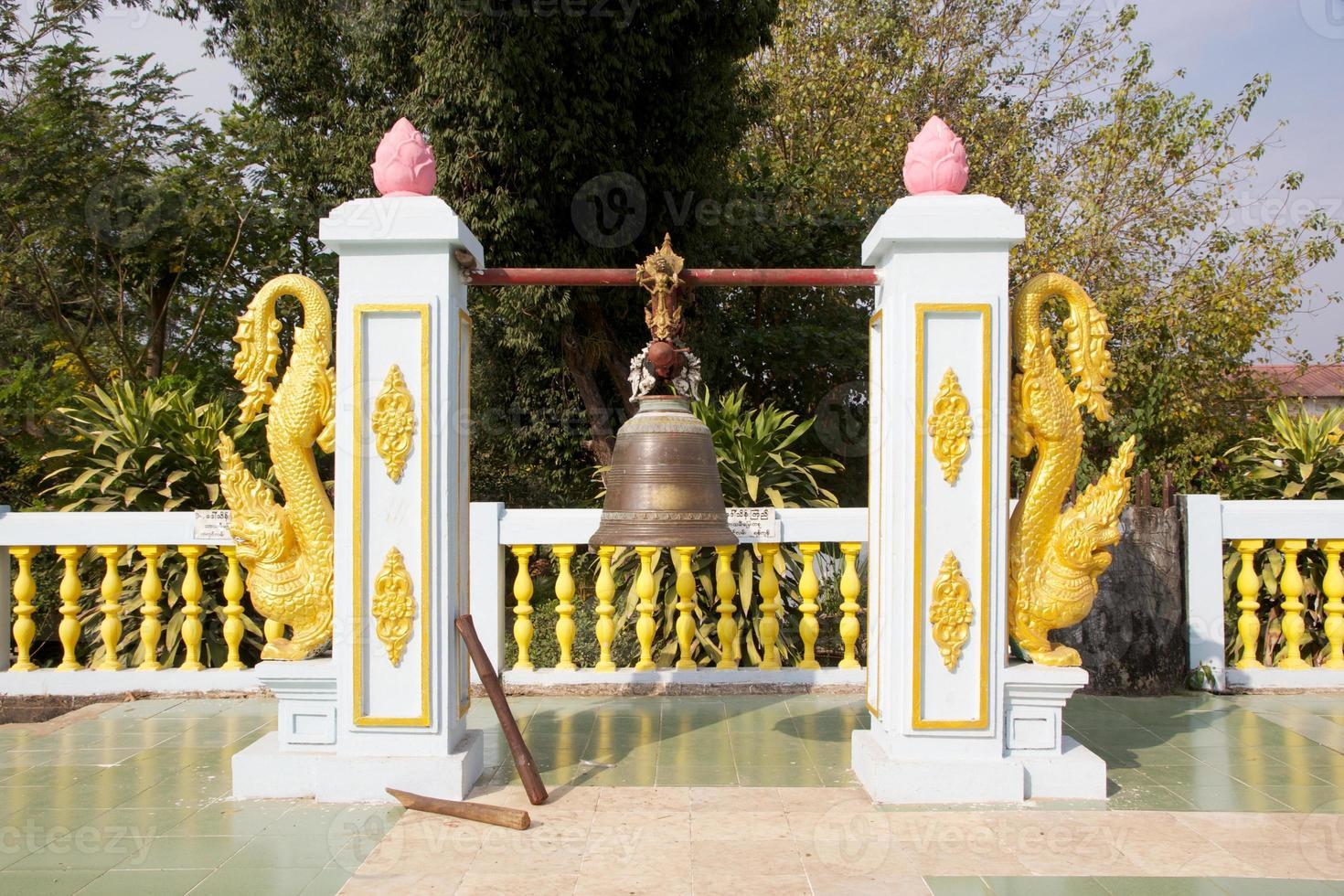 lutande buddha foto