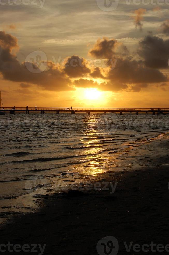 sommarsolnedgång - andernos foto