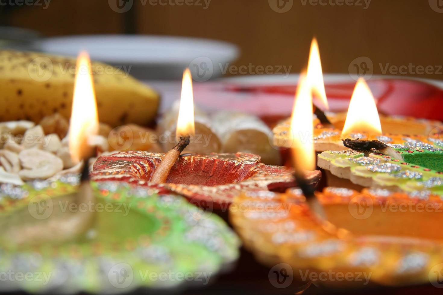 vackert dekorerad diwali thali foto