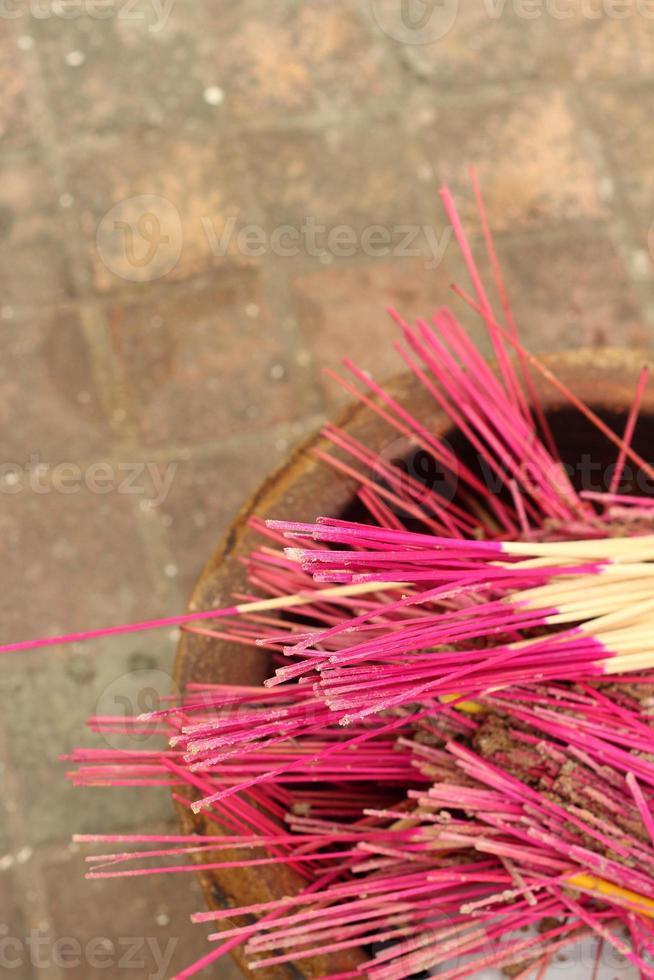 joss tog dyrkan i templet. foto