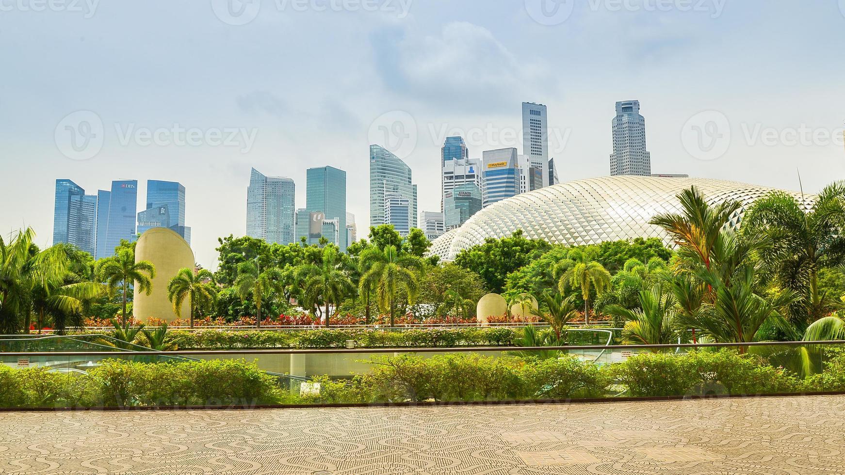 singapore skyline på en mulen dag foto