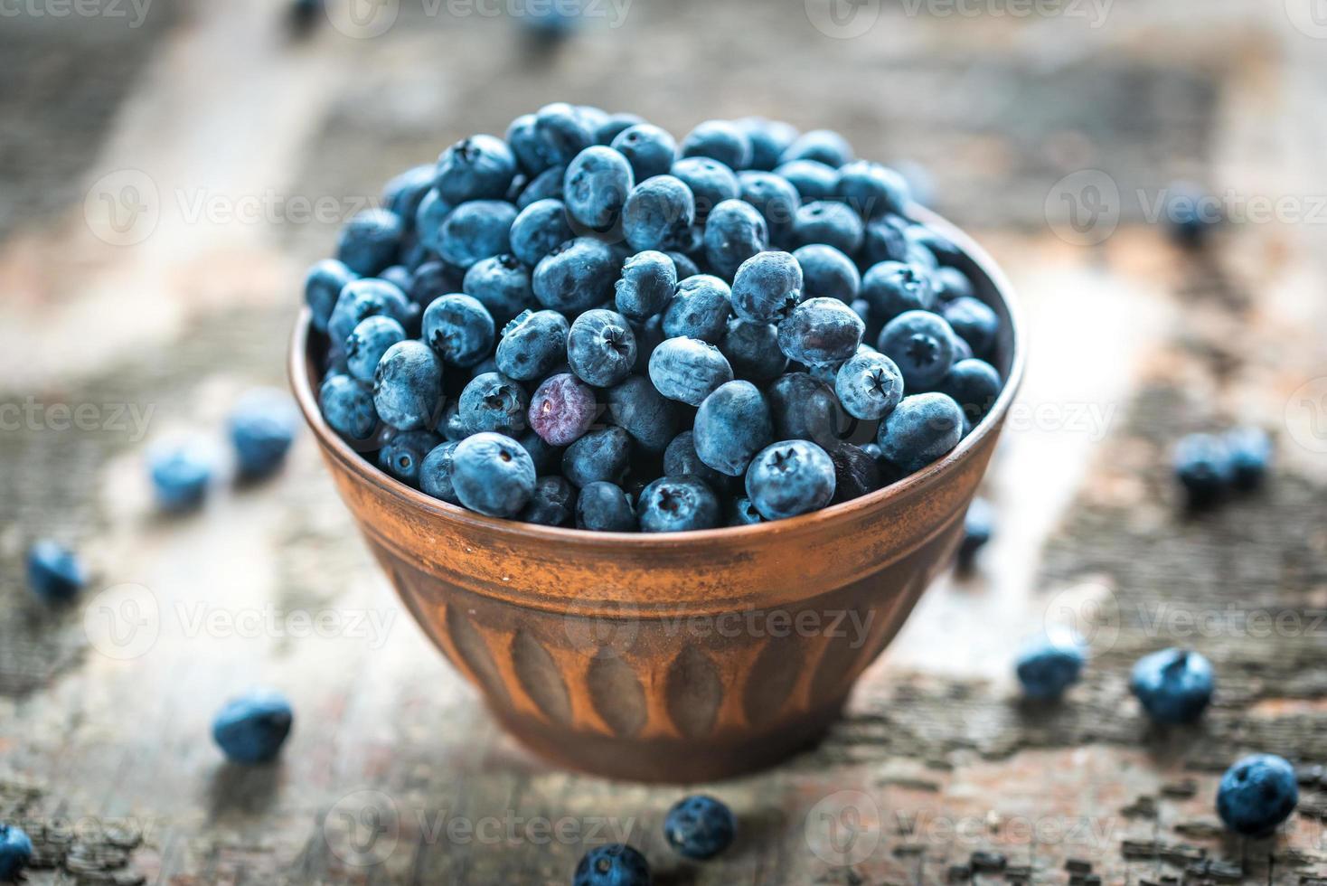 skål med färska blåbär foto