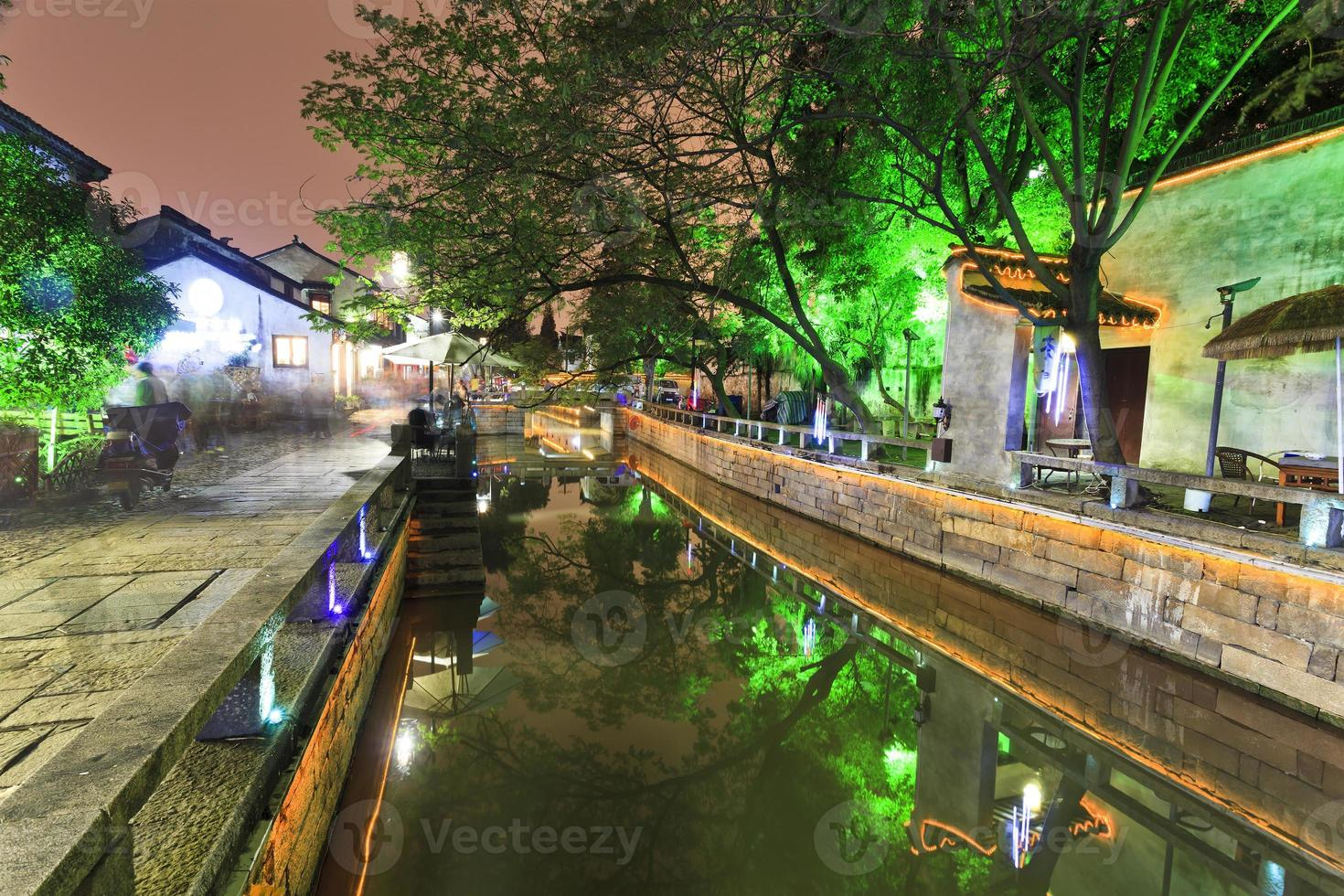 Kina Suzhou Canal Street skymning foto