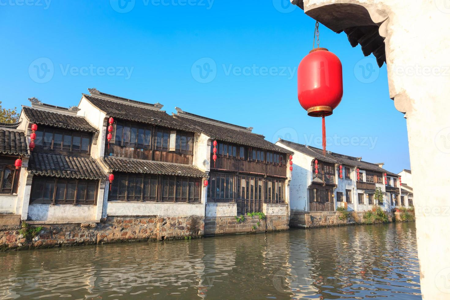 gammal kinesisk traditionell stad vid Grand Canal, Suzhou, Kina foto