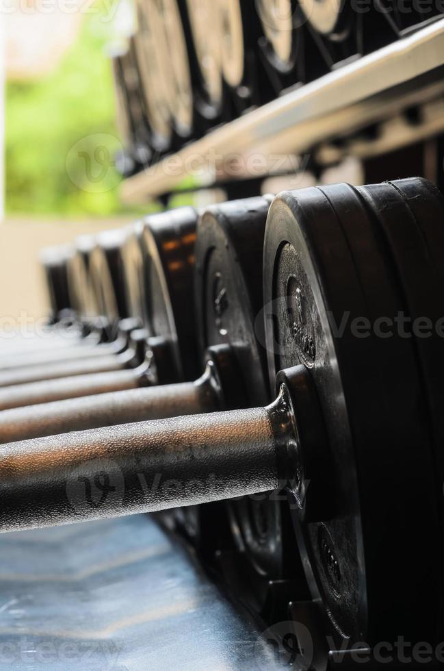 barbelvikter i gymmet foto
