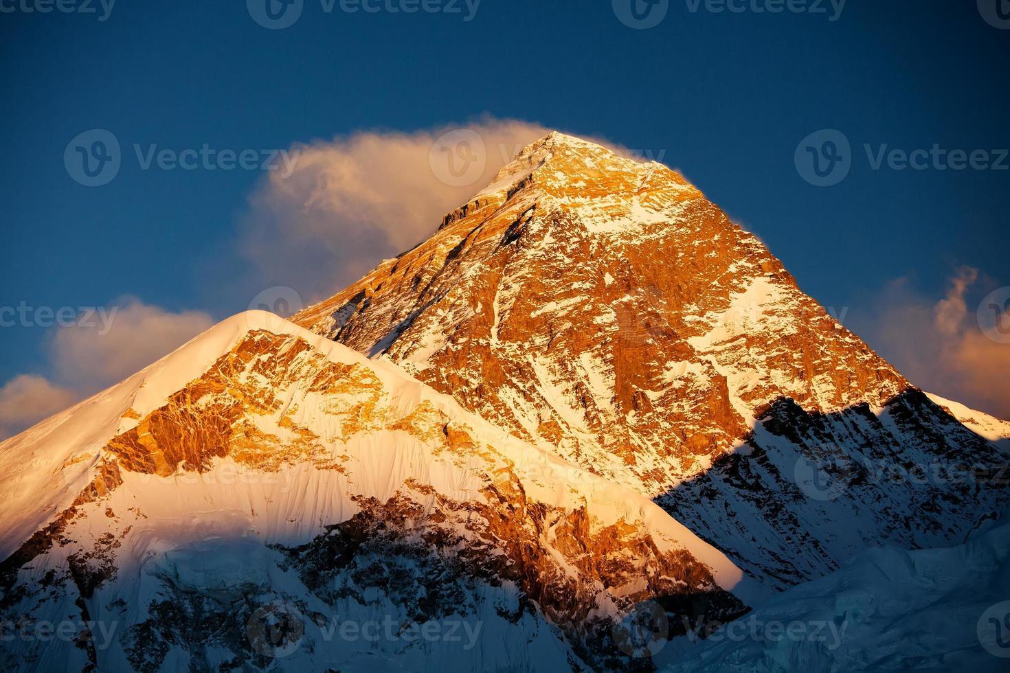 vackra landskap av himalayas berg foto