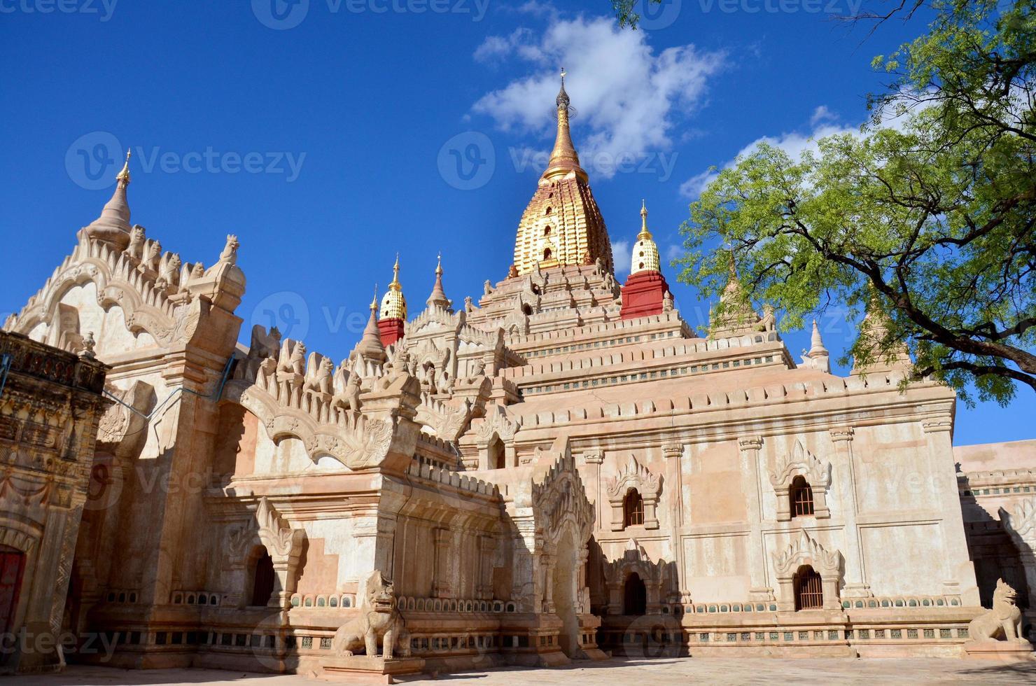 ananda tempel i Bagan arkeologiska zonen i bagan, myanmar foto
