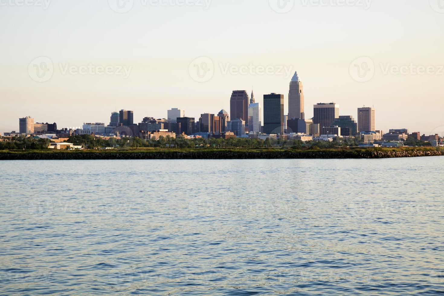 avlägset utsikt över centrala Cleveland foto