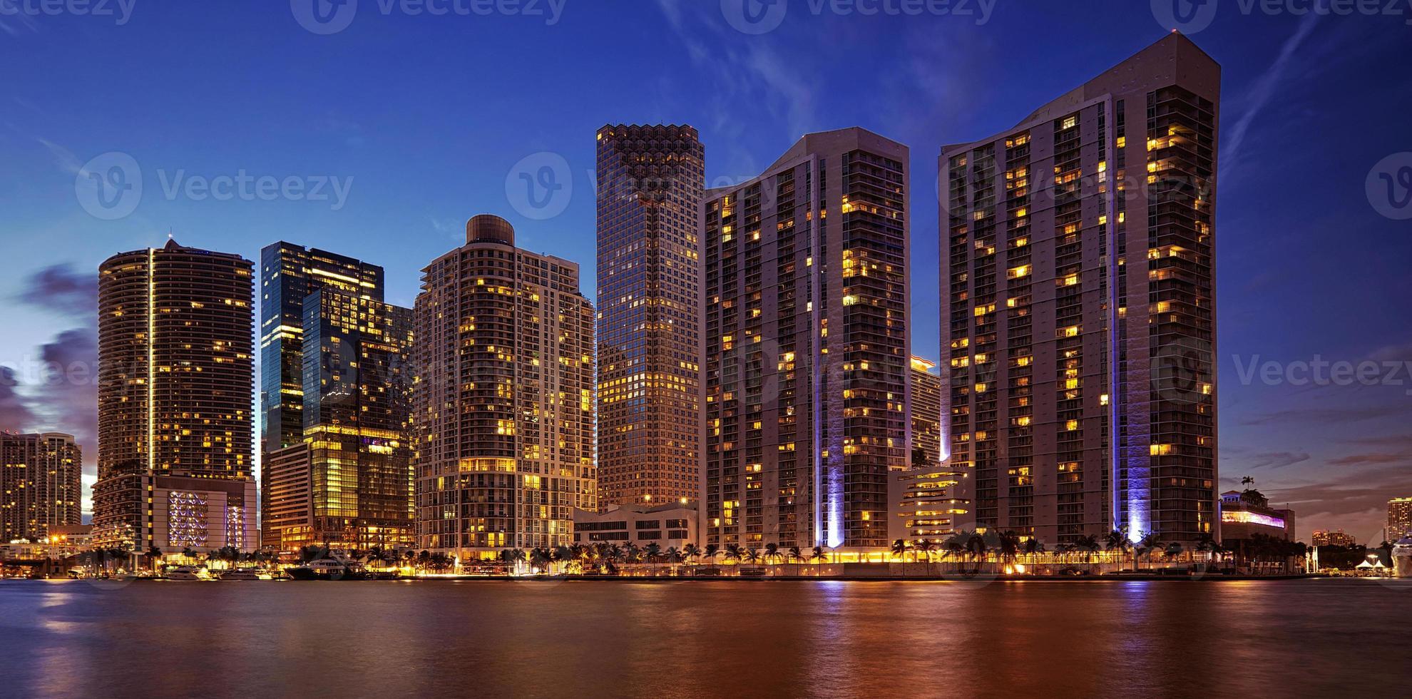 Miami skyline på natten foto