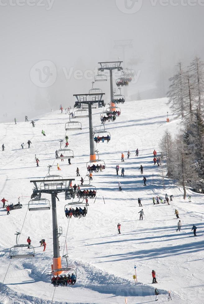 populär sluttning vid skidorten Nassfeld foto