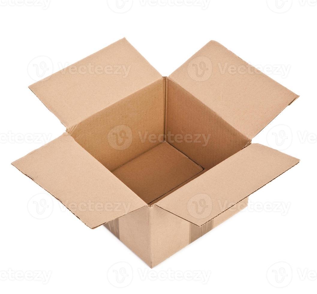 öppen kartong på vitt foto