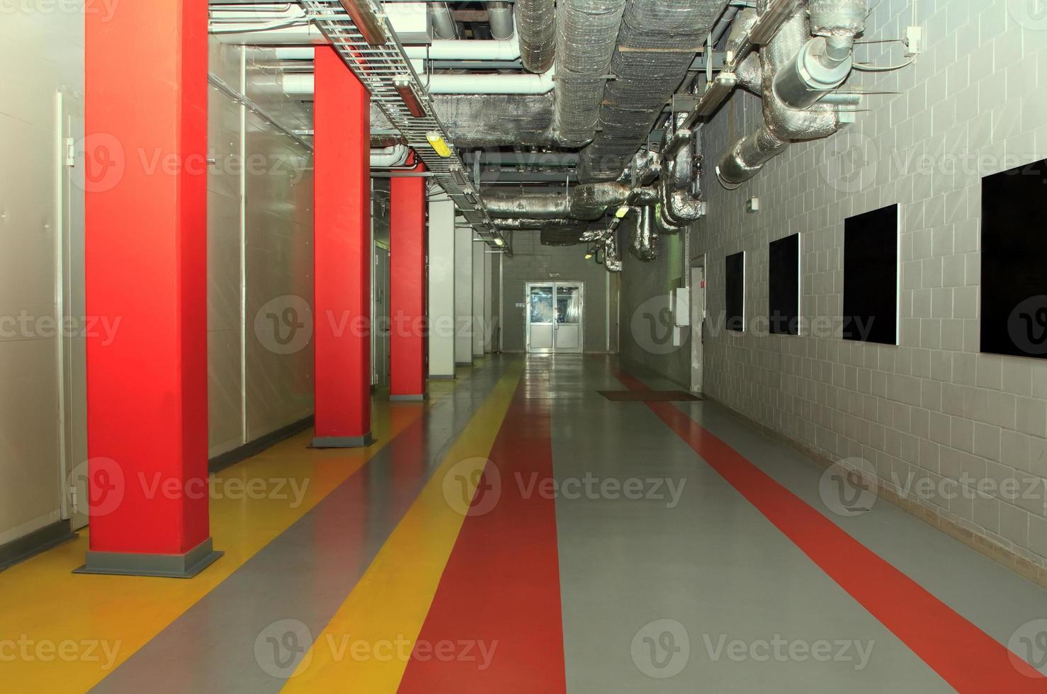 teknik korridor på fabriken foto
