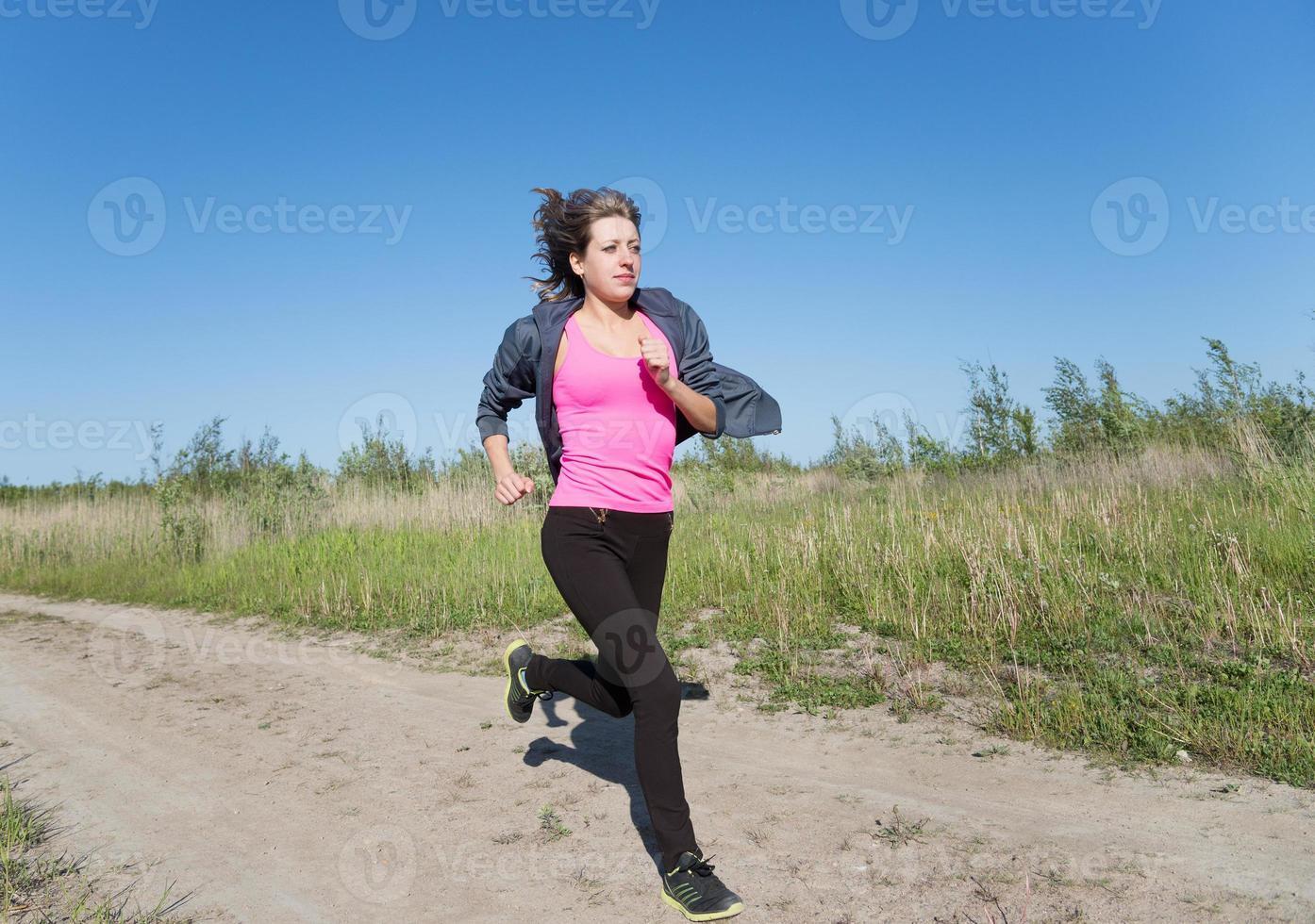 ung fitness kvinna kör foto