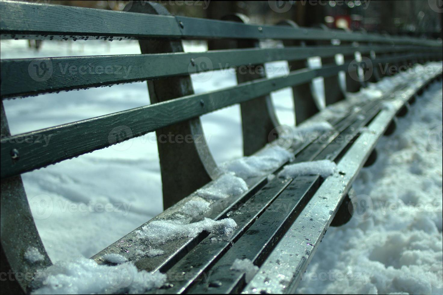 bänk och snö foto