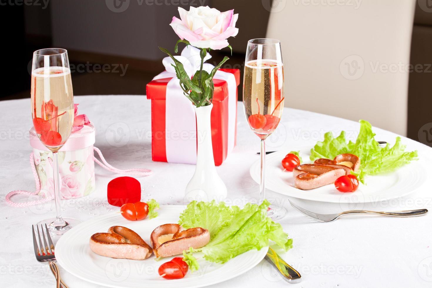 romantisk, kreativ frukost. foto
