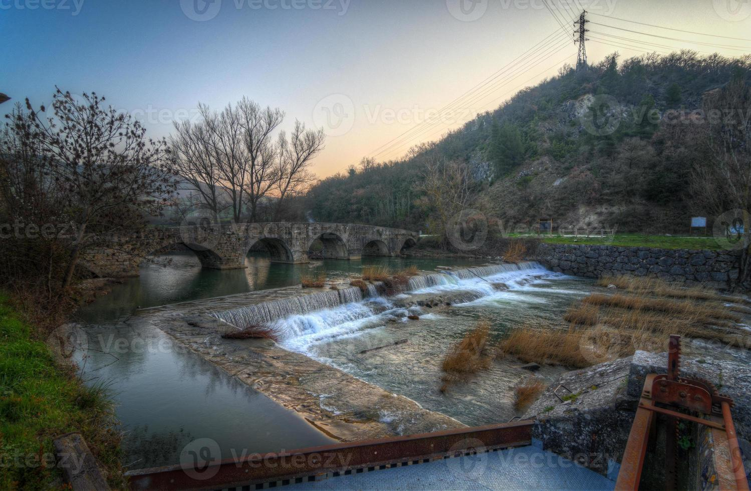 arre bridge i gryningen. foto