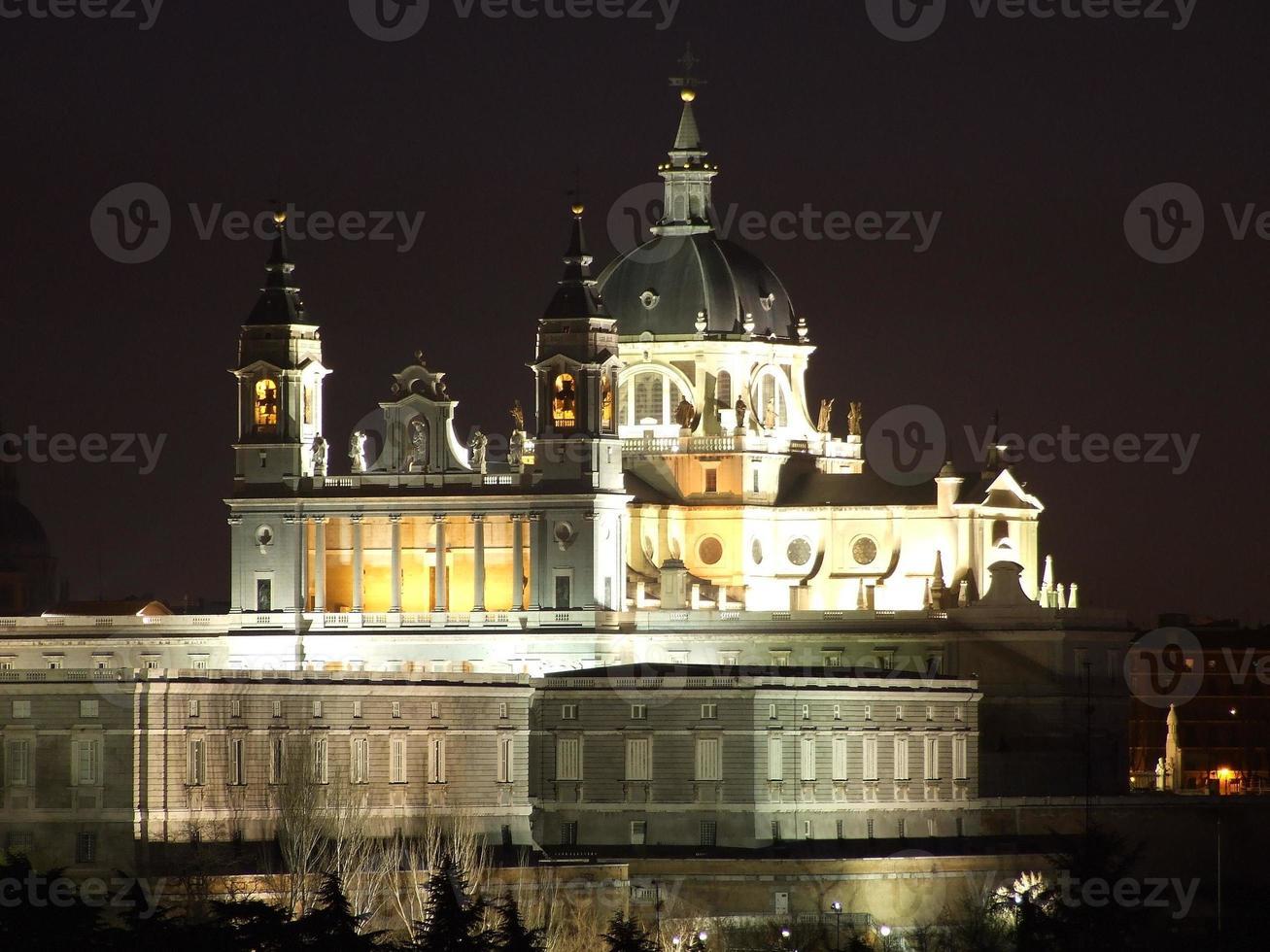 katedralen i almudena, madrid, spanien foto