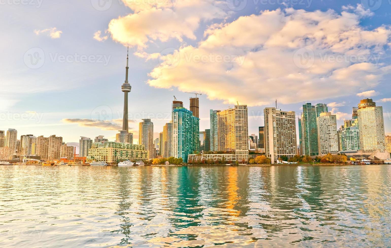 toronto skyline i skymningen i ontario, Kanada. foto
