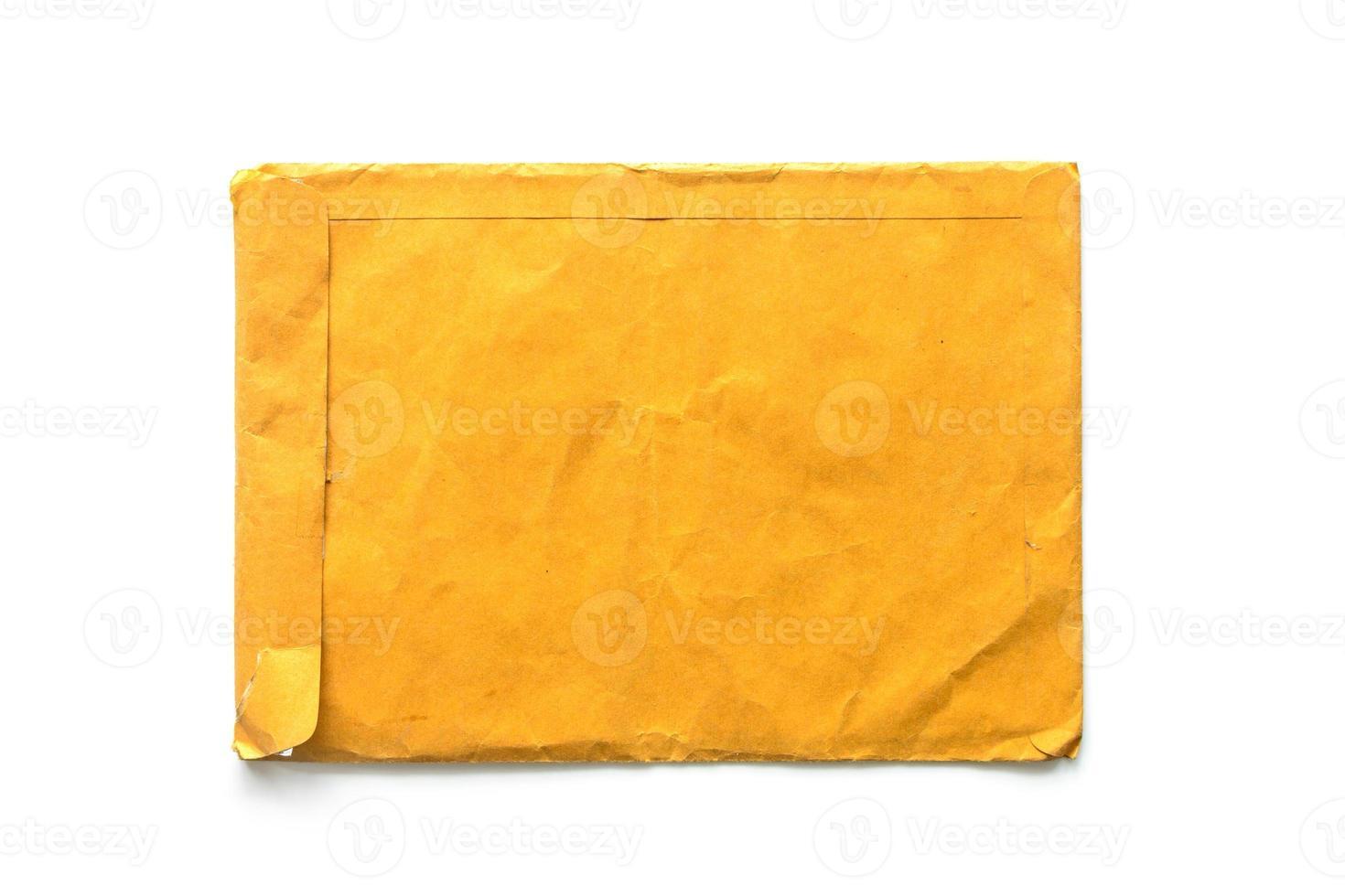 brunt kuvertdokument på vit bakgrund foto