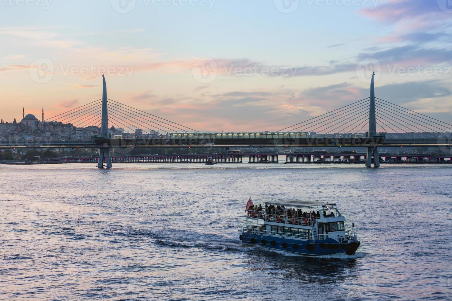 metro bridge, istanbul foto