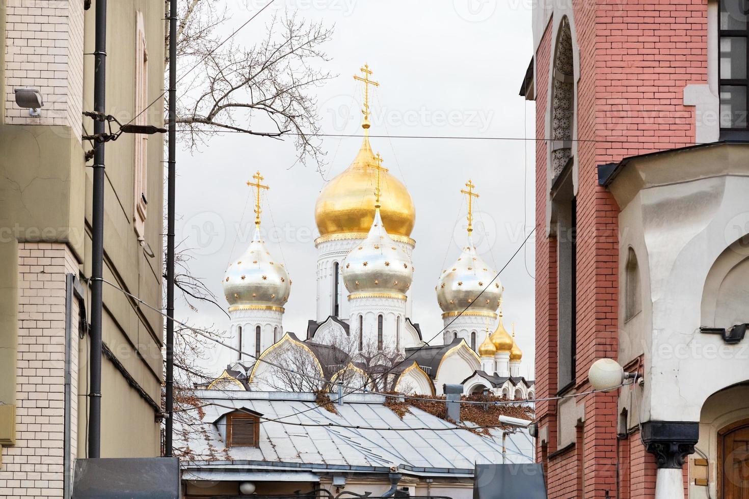 kupol av zachatyevsky klosterkatedral i Moskva foto