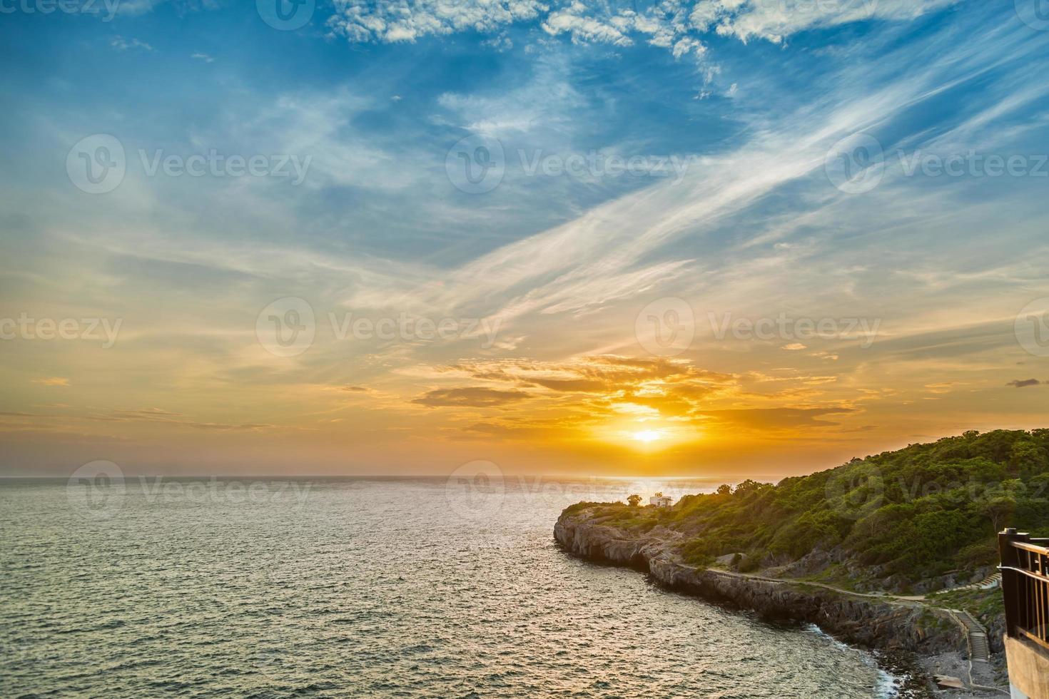 vacker solnedgång himmel foto