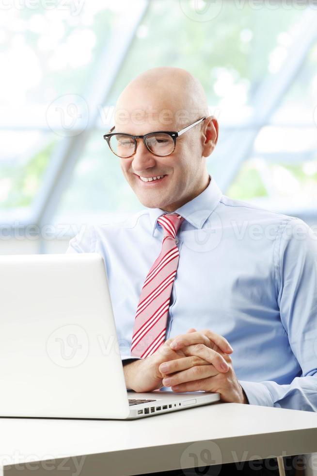 affärsman på kontoret foto