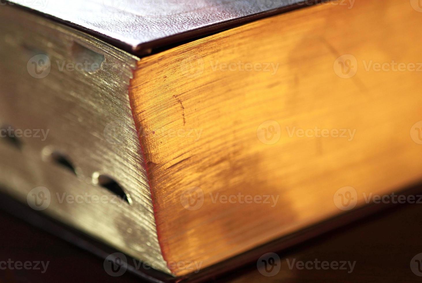 bibeln på nära håll foto