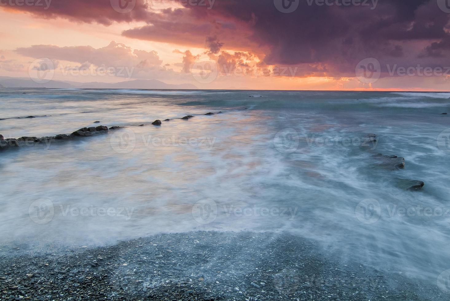 atardecer en la playa de barrika. vizcaya. pais vasco. españa. foto