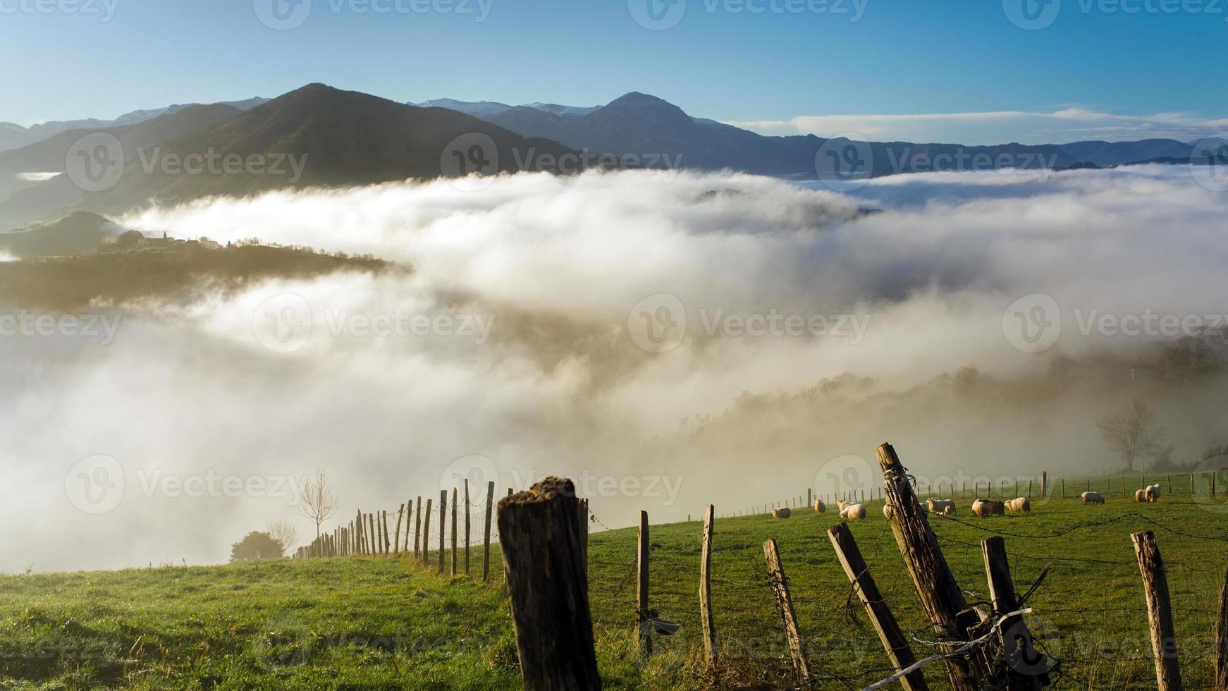 landskap i det baskiska landet foto
