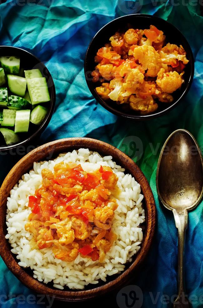 ris med curry blomkål foto