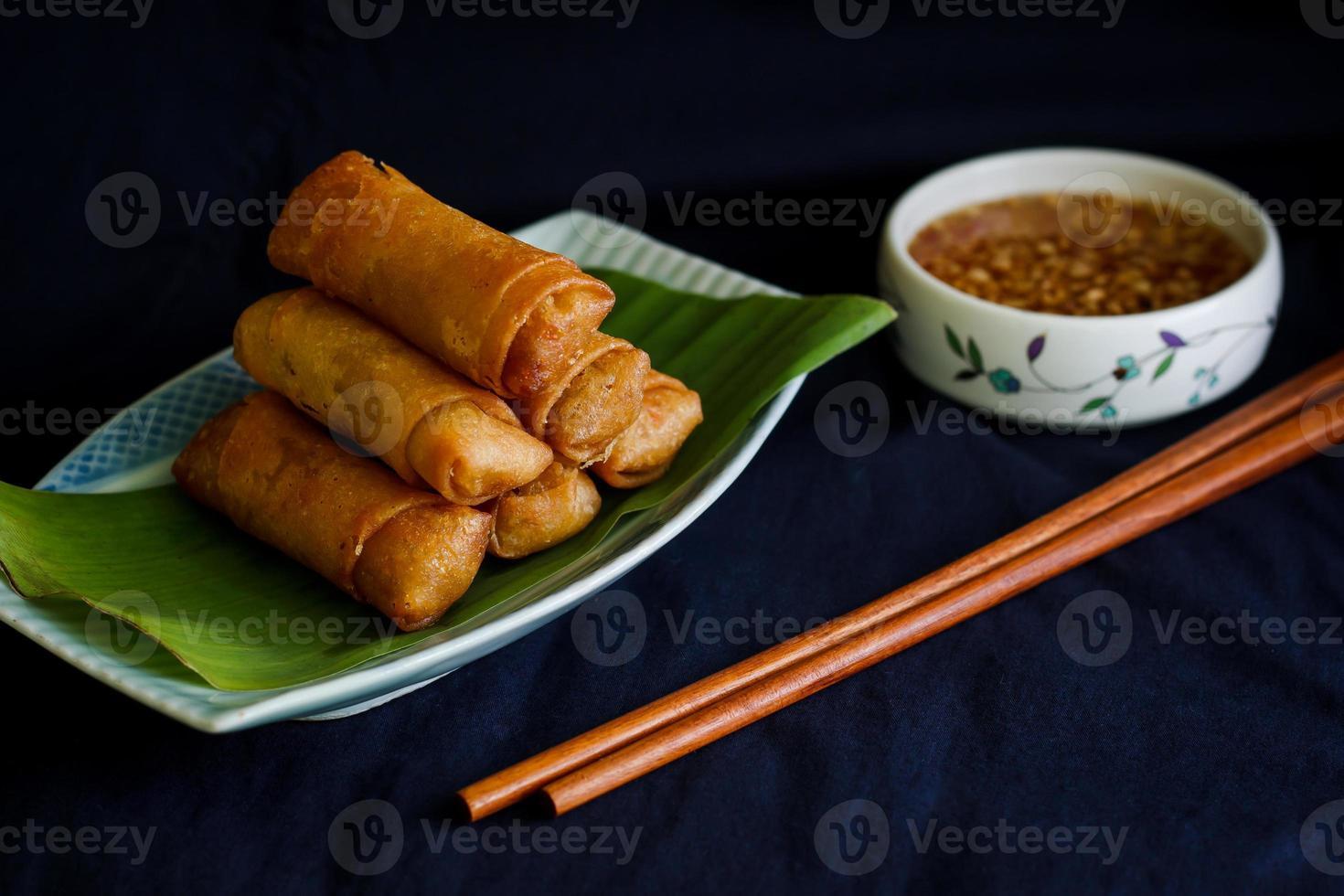 kinesiska vårrullar med grönsaker foto