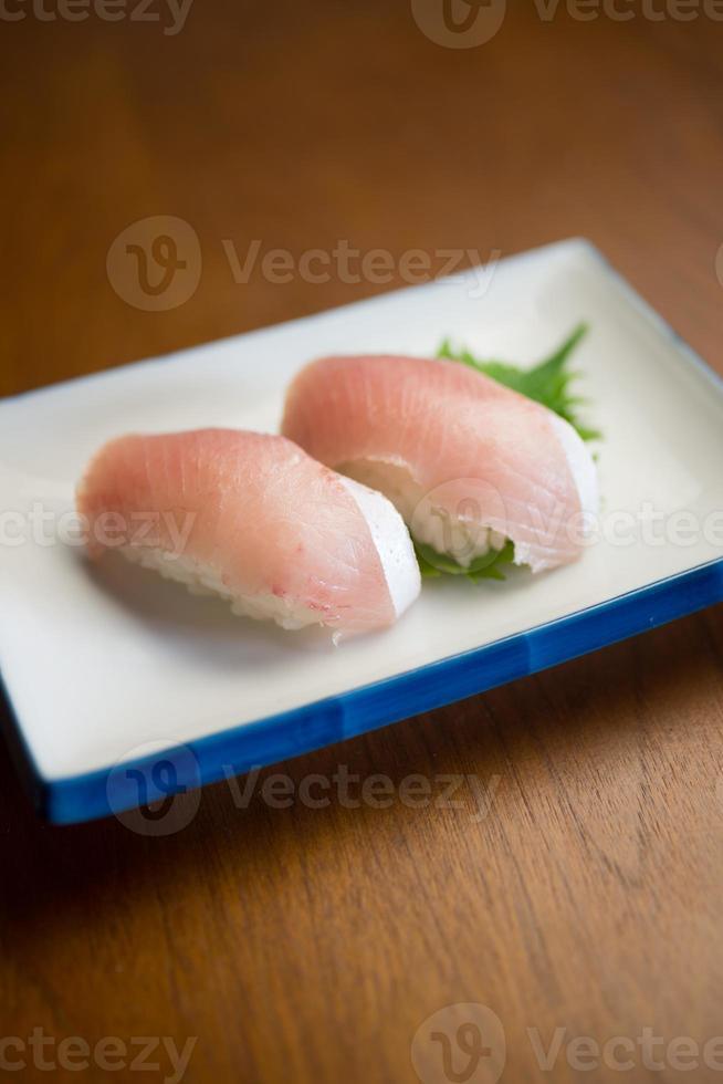 sushi av en shimaazi (randig knekt) foto