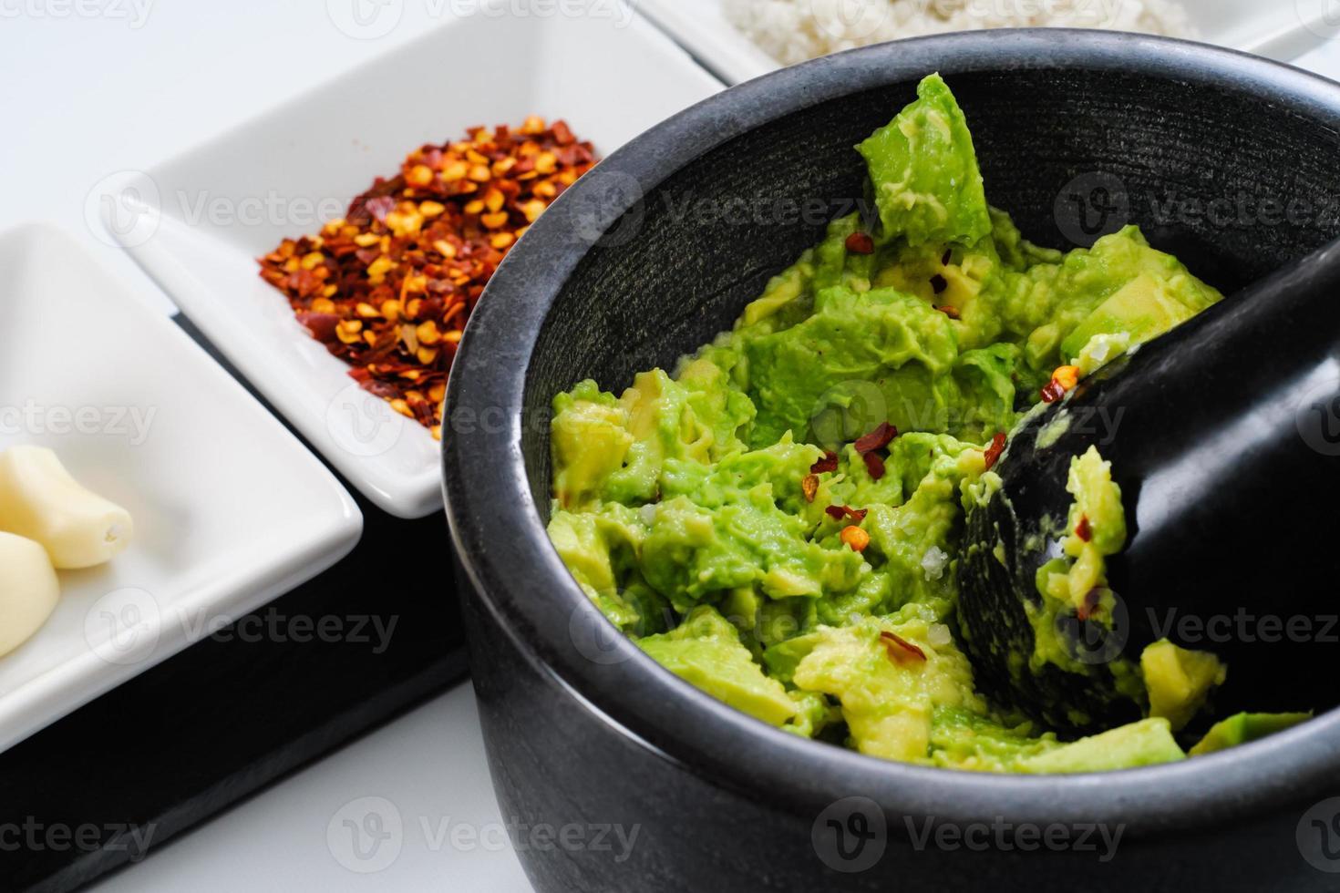 att göra guacamole foto