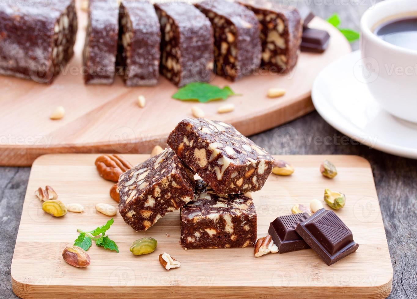 choklad brownie med nötter foto