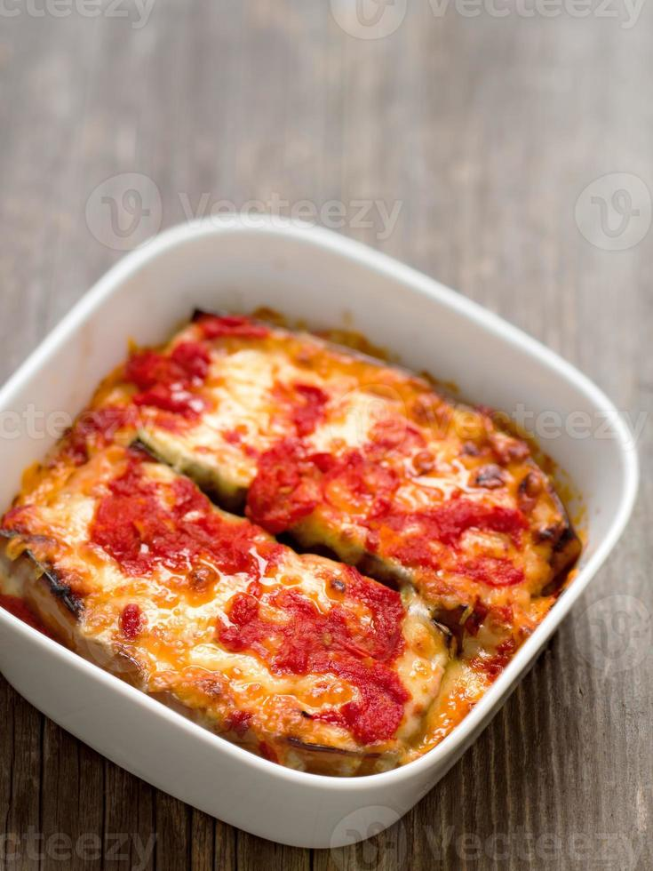 italiensk bakad aubergine foto