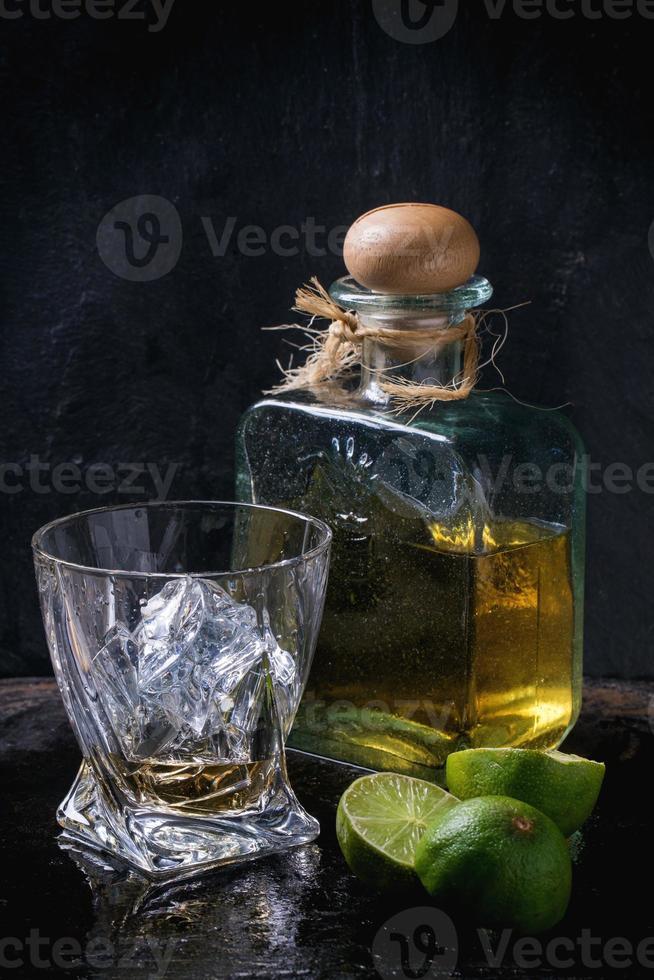 tequila och limefrukter foto