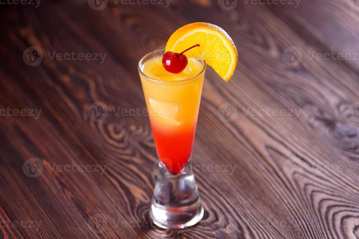 cocktail tequila soluppgång foto
