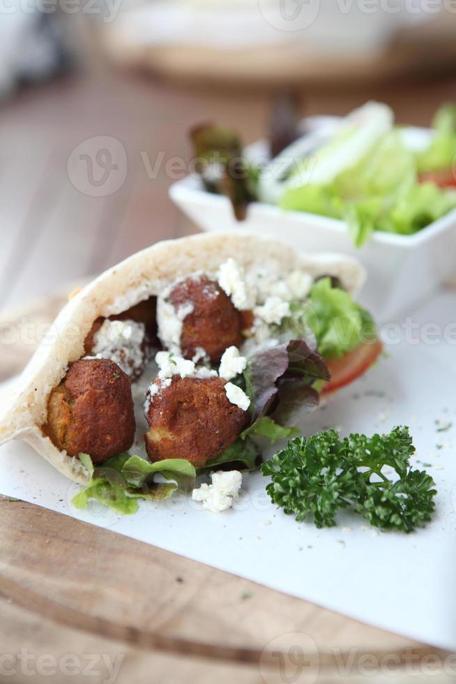 falafel i en pita foto