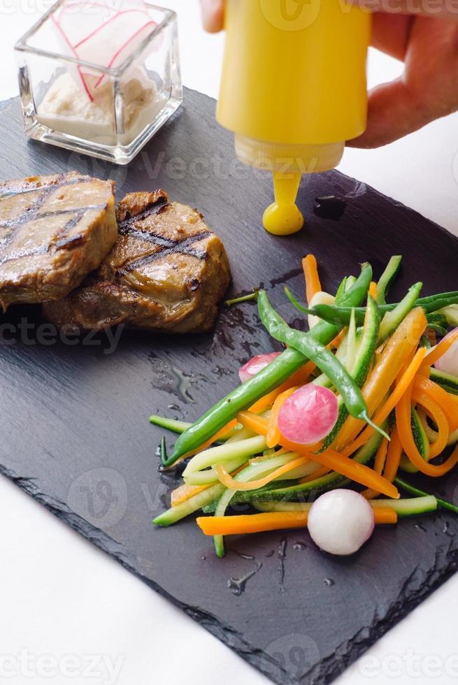 biff med grönsaker foto