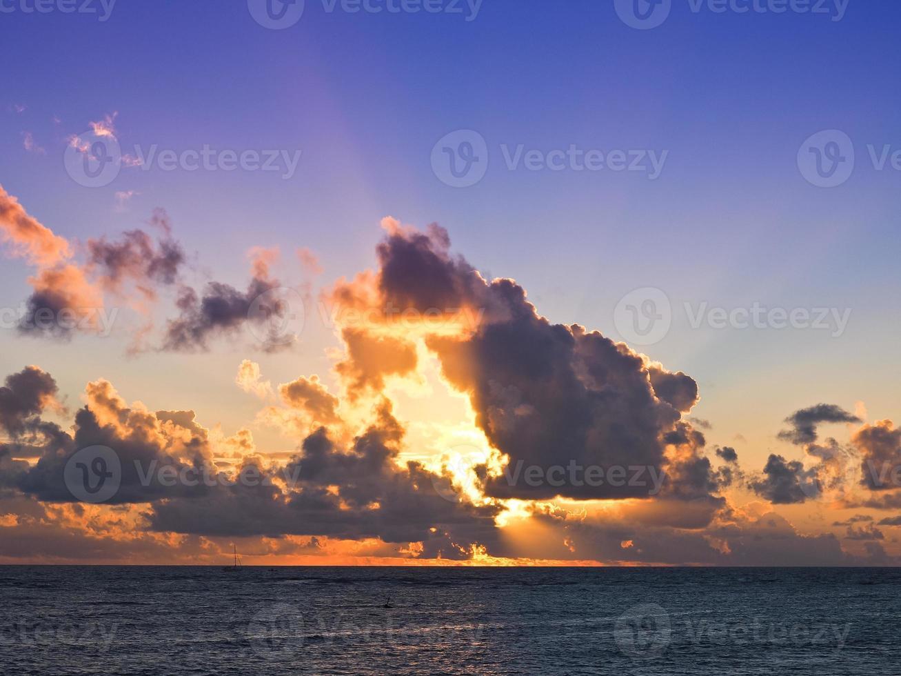 solnedgången i waikiki foto
