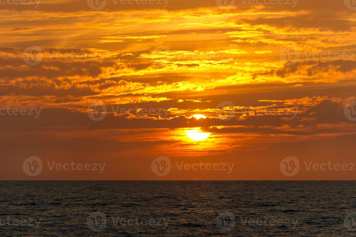 solnedgång moln hav foto