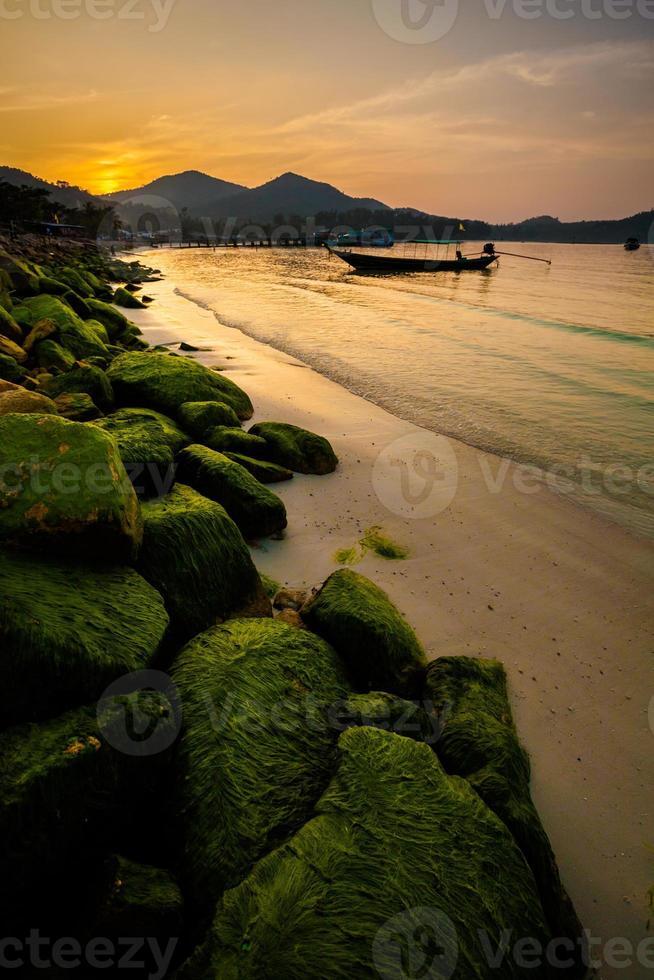 solnedgång på chaloklum strand foto