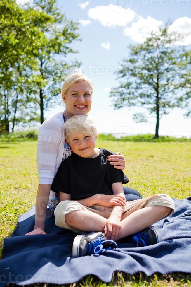 mor och son foto