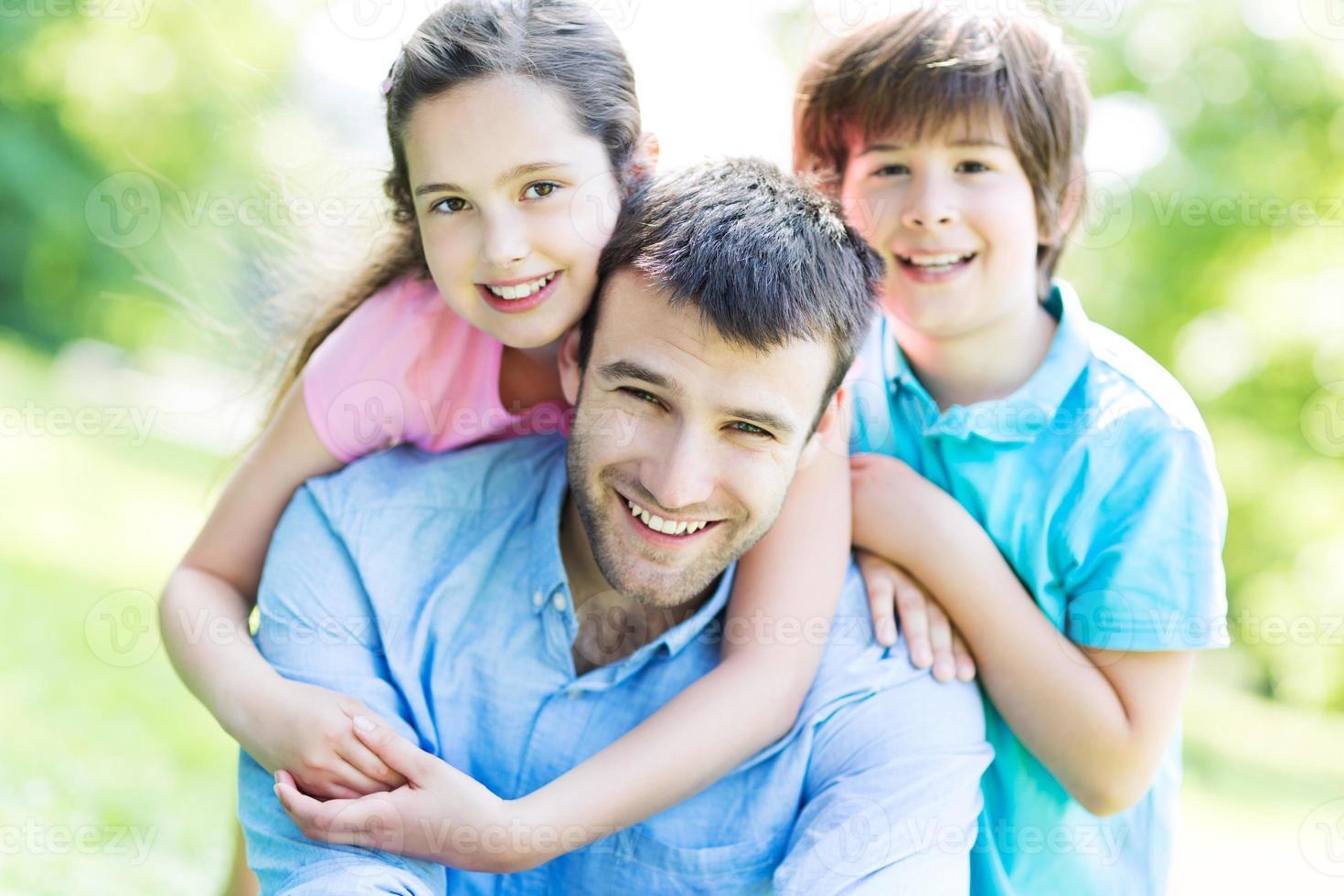 far med två barn foto
